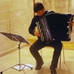 Alessandro Ambrosi durante la lezione concerto